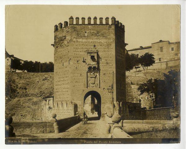 130 - Vista del torreón de acceso al puente de Alcántara