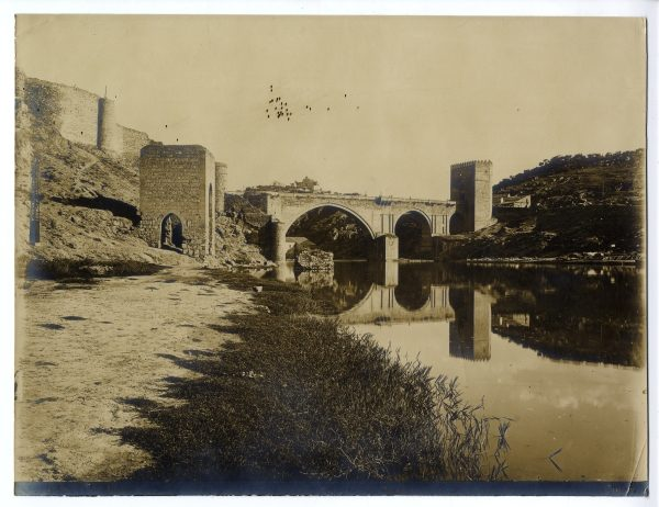 133 - Vista del puente de San Martín y del Baño de la Cava