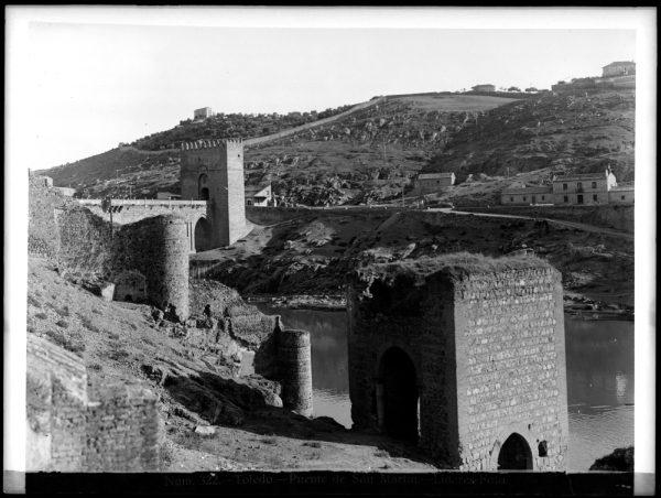134 - Vista del puente de San Martín y del Baño de la Cava