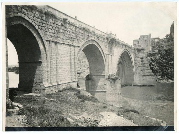 136 - Vista del puente de San Martín