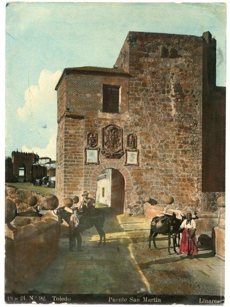 138 - Vista de la puerta de Arbitrios desde el puente de San Martín.