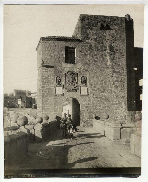 140 - Vista de la puerta de Arbitrios desde el puente de San Martín.