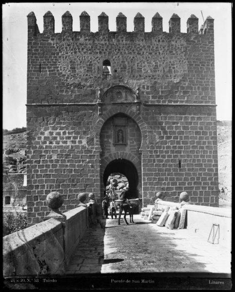 141 - Vista del torreón exterior del puente de San Martín