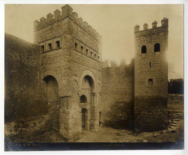 143 - Puerta antigua de Bisagra o de Alfonso Vi