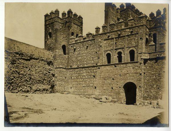 144 - Vista de la puerta de Alfonso VI desde el interior de la ciudad