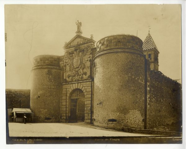 145 - Vista de la puerta de Bisagra desde el paseo de Merchán