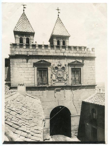 149 - Vista de los torreones interiores de la puerta de Bisagra desde la iglesia de Santiago