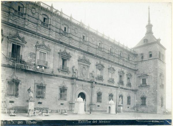 165 - Fachada principal del Alcázar