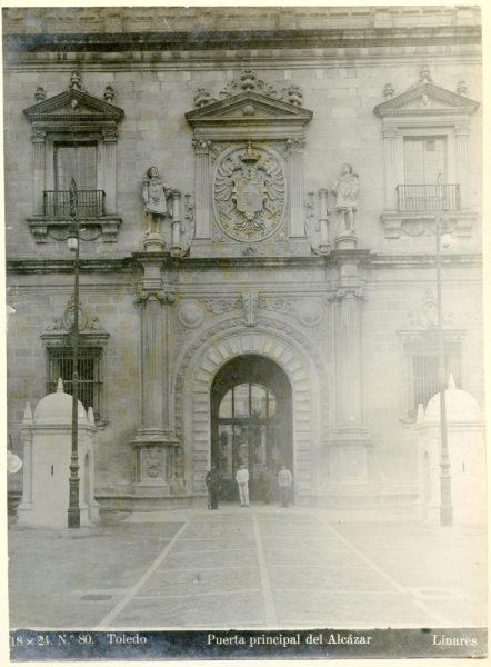 166 - Portada principal del Alcázar