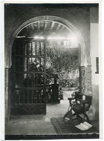 212 - Puerta de acceso al jardín de la Casa del Marqués de Toledo - Palacio de Benacazón