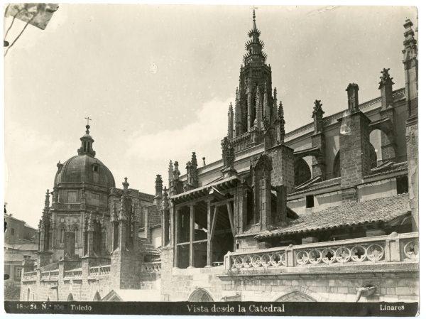 225 - Vista exterior de la Catedral de Toledo