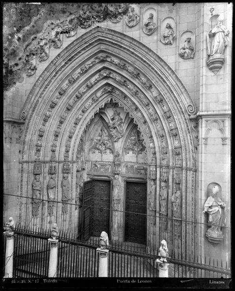 228 - Puerta de los Leones