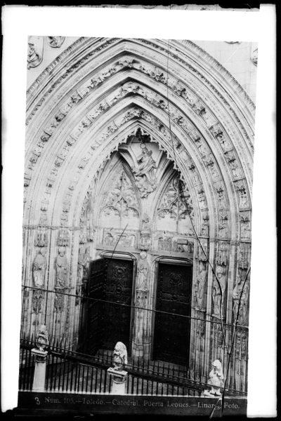 229 - Puerta de los Leones