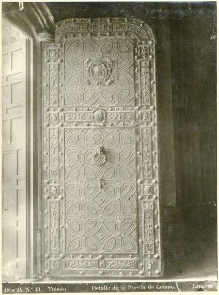 231 - Detalle de la puerta de los Leones