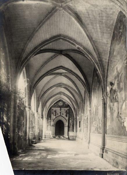 239 - Nave del claustro de la Catedral y puerta de la capilla de San Blas