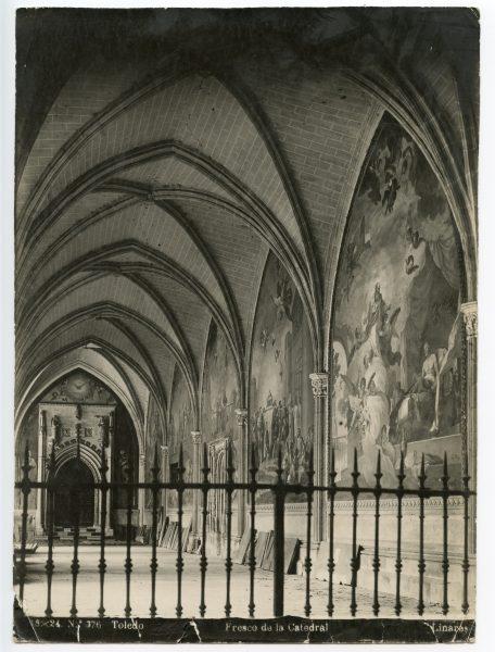 240 - Nave del claustro de la Catedral y puerta de la capilla de San Blas