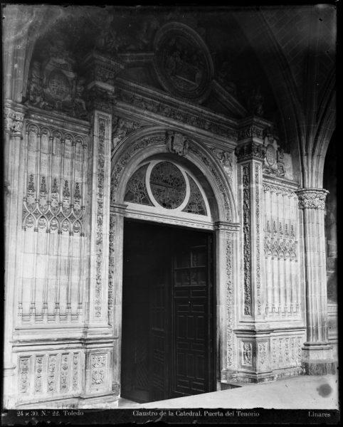 241 - Puerta de la Presentación en el claustro de la Catedral