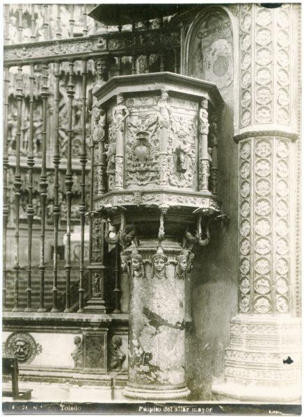 278 - Púlpito en el exterior de la Capilla Mayor en el lado de la Epístola