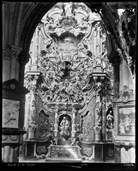 280 - Transparente en la girola de la Catedral