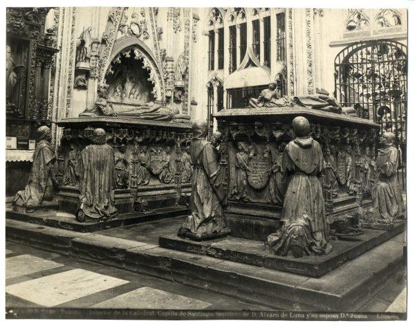 286 - Sepulcros de la Capilla de Santiago