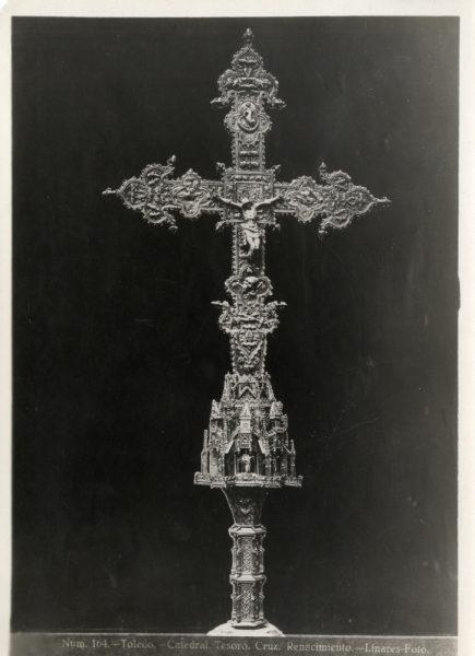 291 - Cruz procesional en la Sala del Tesoro