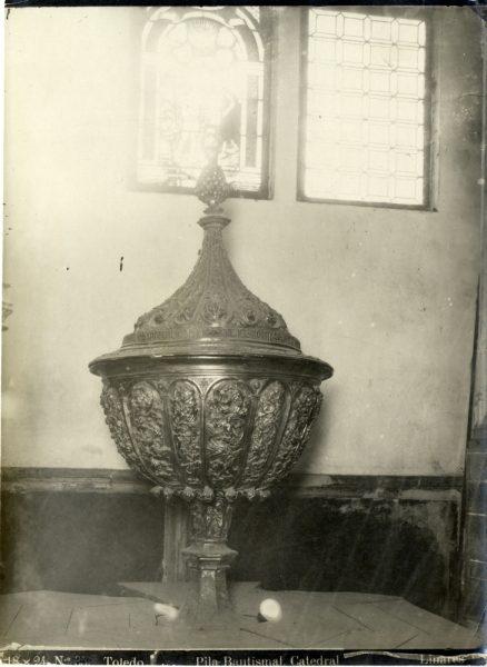 298 - Pila bautismal