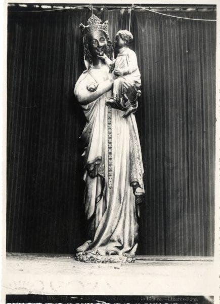 300 - Escultura de la Virgen Blanca en el coro de la Catedral