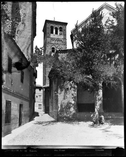309 - Exterior de la iglesia de Santo Tomé