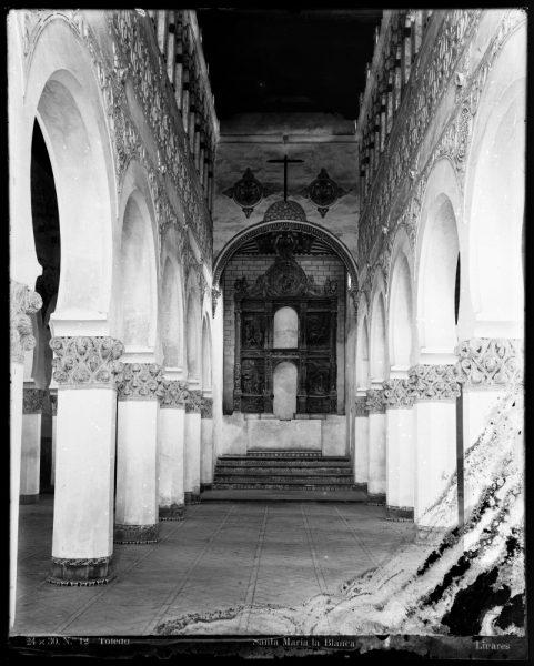 330 - Interior de la Sinagoga de Santa María la Blanca