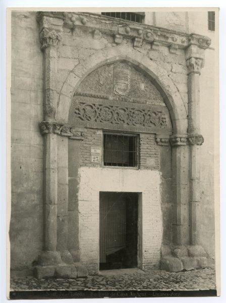 342 - Portada de la casa de los Toledo en la calle de la Ciudad