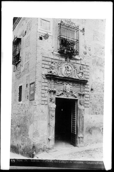 345 - Portada del Colegio de Infantes en la bajada del Colegio de Infantes