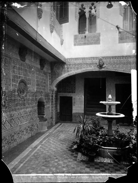 350 - Patio de una casa en la calle del Instituto