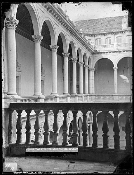 CA-0010-VI_Alcázar-Patio y galería alta