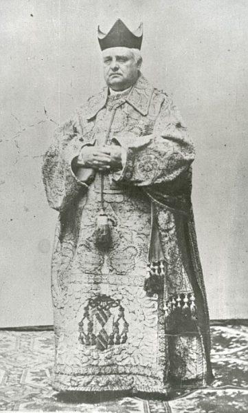 CA-0235-PA_Catedral-Religioso vestido con la dalmática del cardenal Mendoza