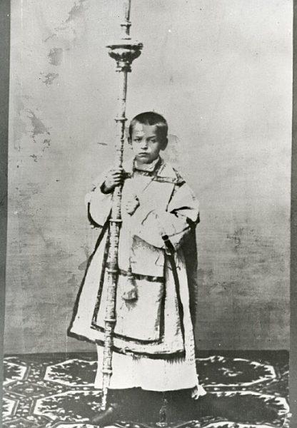 CA-0236-PA_Catedral-Acólito vestido con dalmática portando el cirial