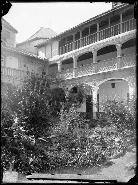 CA-0325-VI_Convento de San Juan de la Penitencia-Patio del claustro