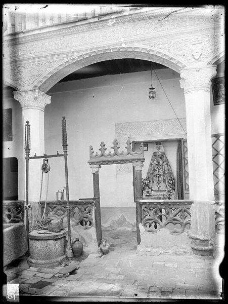CA-0326-VI_Convento de San Juan de la Penitencia-Detalle del patio del claustro