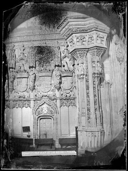 CA-0331-VI_Convento de San Juan de los Reyes-Detalle de uno de los laterales de la nave principal de la iglesia