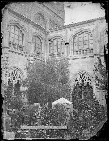 CA-0375-VI_Convento de San Juan de los Reyes-Patio del claustro