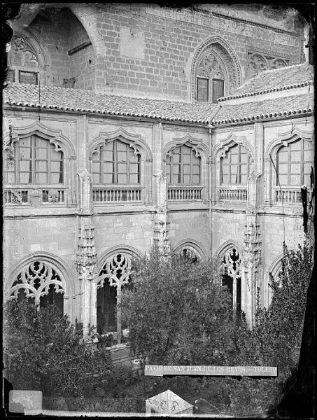 CA-0376-VI_Convento de San Juan de los Reyes-Patio del claustro