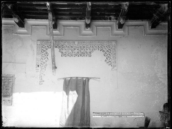 CA-0380-VI_Patio toledano de la calle de la Merced-Detalle de un arrabá gótico