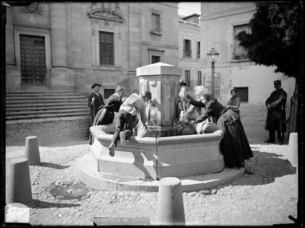 CA-0387-VI_Abasto de agua en la fuente de la plaza del Padre Juan de Mariana