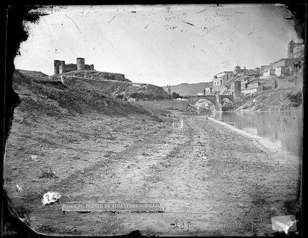 CA-0410-VI_Vista del Puente de Alcántara y del Castillo de San Servando