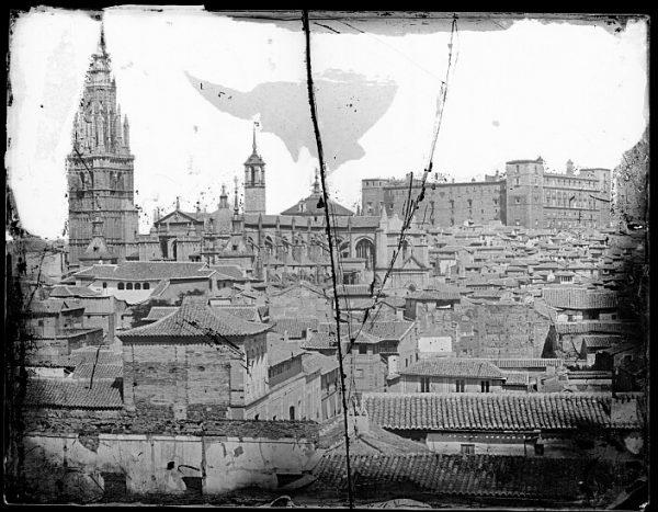 CA-0423-VI_Vista del caserío toledano junto a la Catedral, la torre del Reloj y el Alcázar