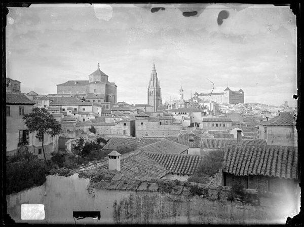 CA-0424-VI_Vista del caserío toledano junto a la iglesia de San Marcos, Catedral y Alcázar