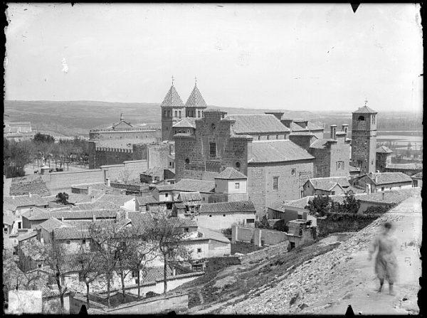 CA-0425-VI_Vista del caserío toledano junto a la iglesia de Santiago del Arrabal y la Puerta de Bisagra