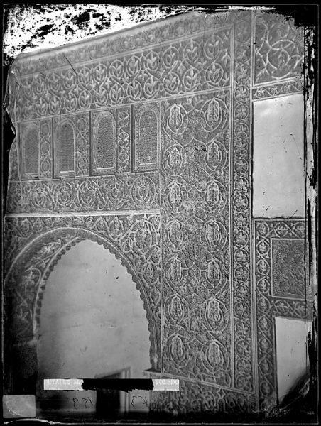 CA-0434-VI_Salón de la Casa de Mesa-Arrabá y arco de la puerta