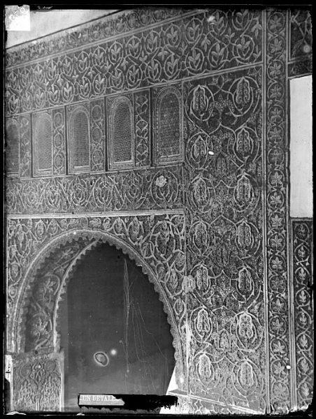 CA-0435-VI_Salón de la Casa de Mesa-Arrabá y arco de la puerta
