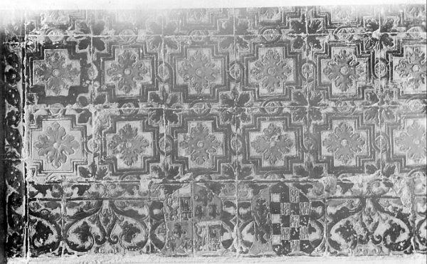 CA-0438-PA_Salón de la Casa de Mesa-Detalle de zócalo cerámico