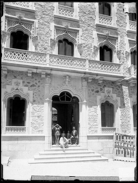 CA-0441-VI_Hotel Castilla en la plaza de San Agustín-Detalle de la fachada principal